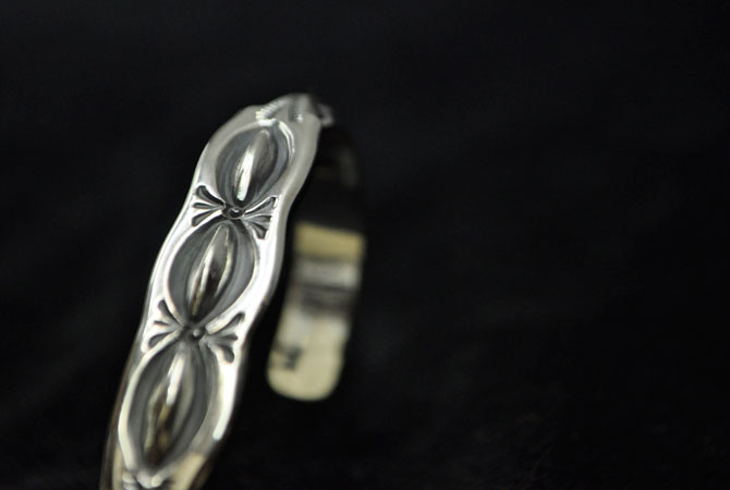 LARRY SMITH BR-0163 Flat Triangle Bangle 3 Leaf